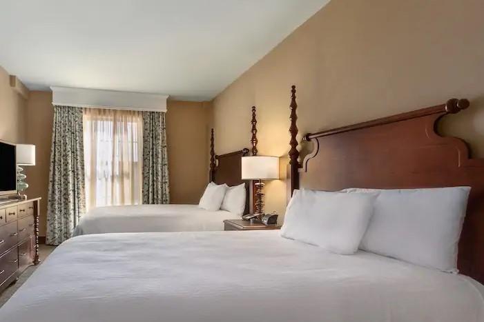 Embassy Suites Savannah 3*