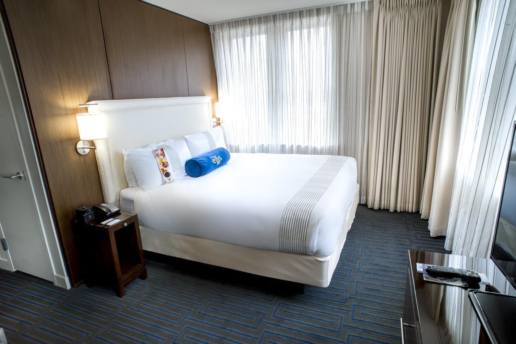 Ellis Hotel 4*